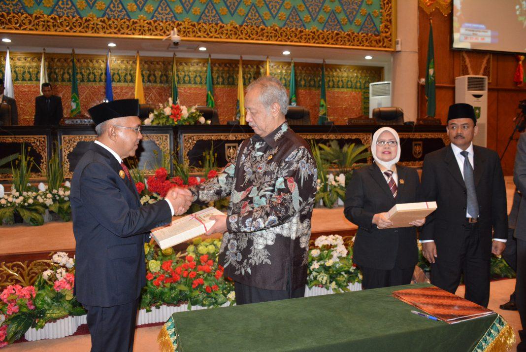 Hasil gambar untuk DPRD Riau Penyerahan LHP BPK RI atas Laporan Keuangan Pemprov Riau